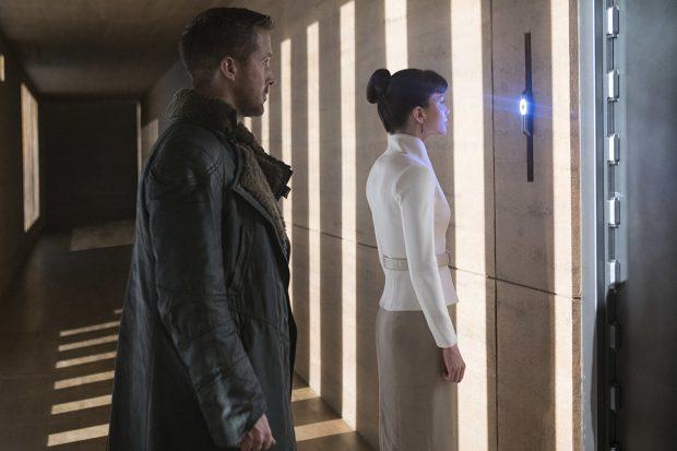 Ryan Gosling and Sylvia Hoeks