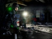 Sam Fisher sneaks up on a mercenary.