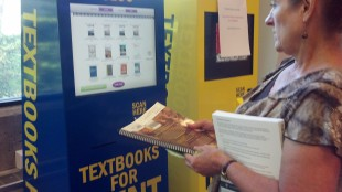Gines showing how to rent textbooks at kisok