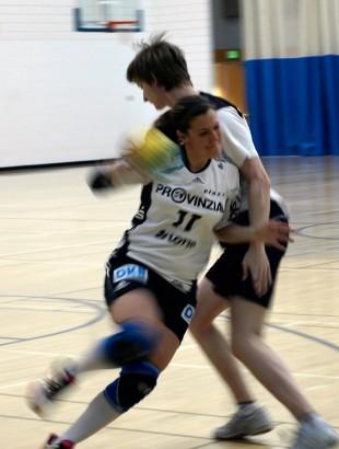 Handball players Katrin Baur and Andree Tabenko