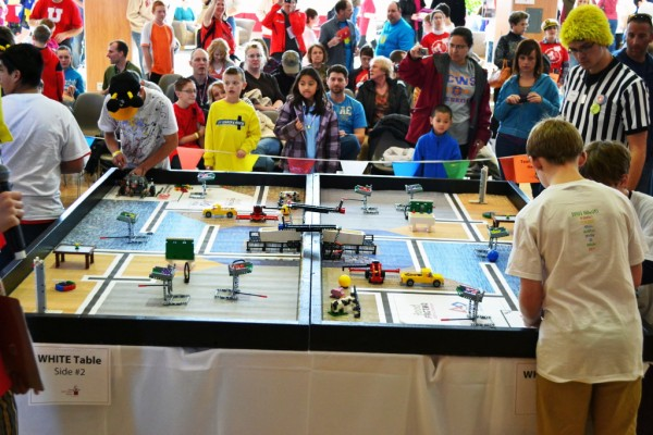Many people gather to see the lego competition