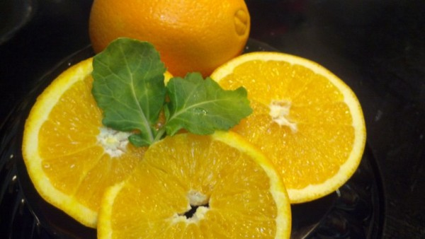 Navel oranges are among the most common sweet oranges.