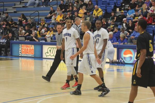 SLCC men's Bruin basketball team against CSI.