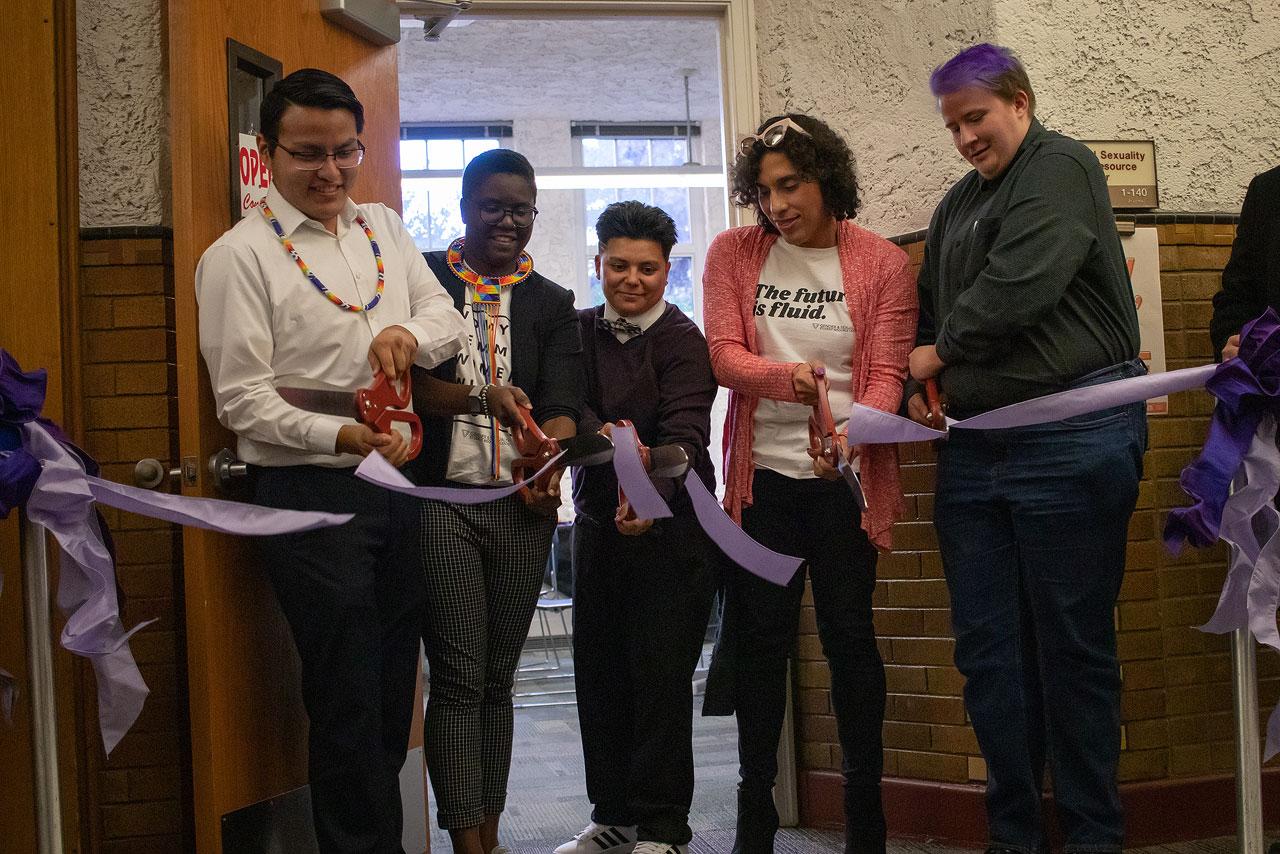 Students cut ribbon