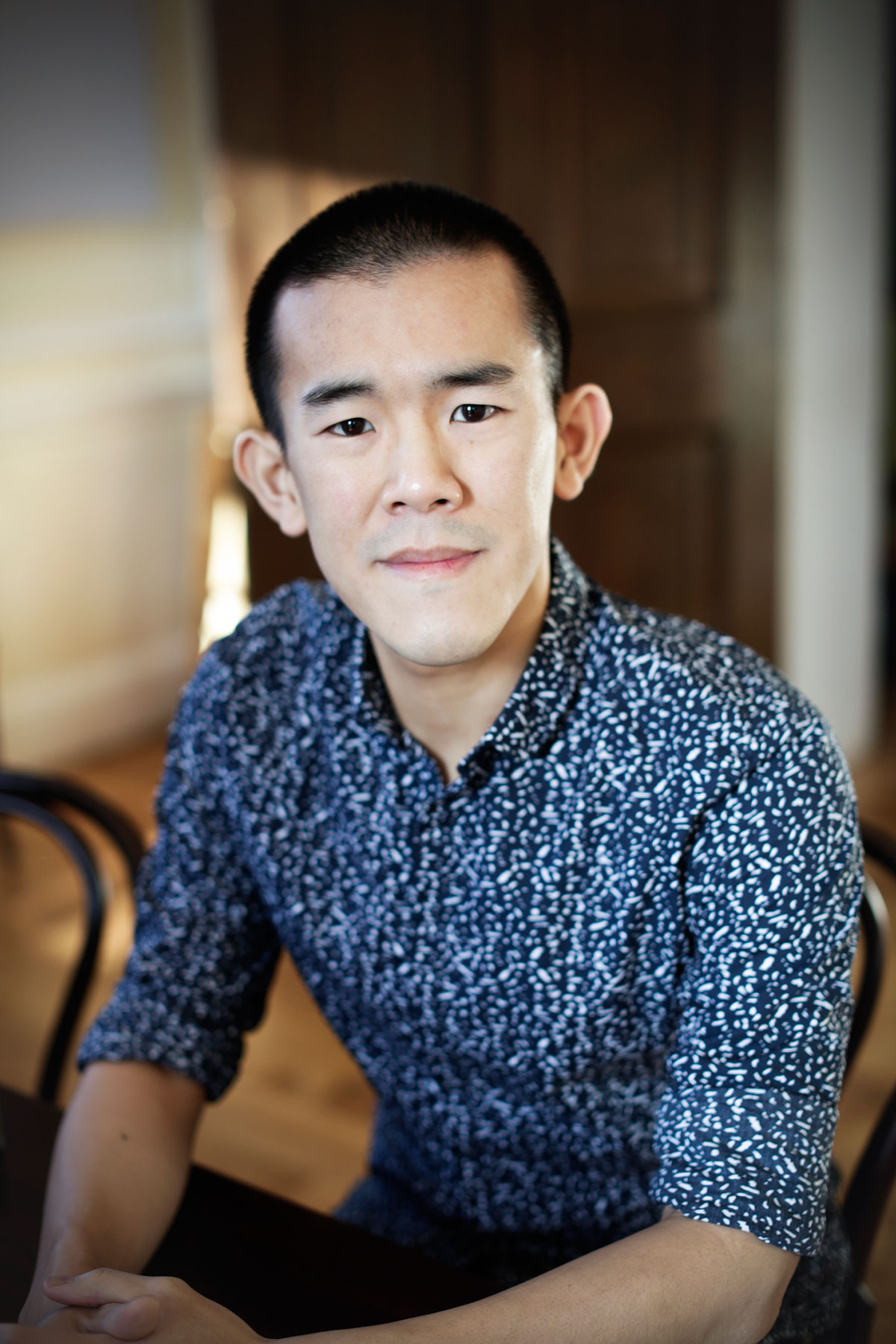 Headshot of Ed Yong