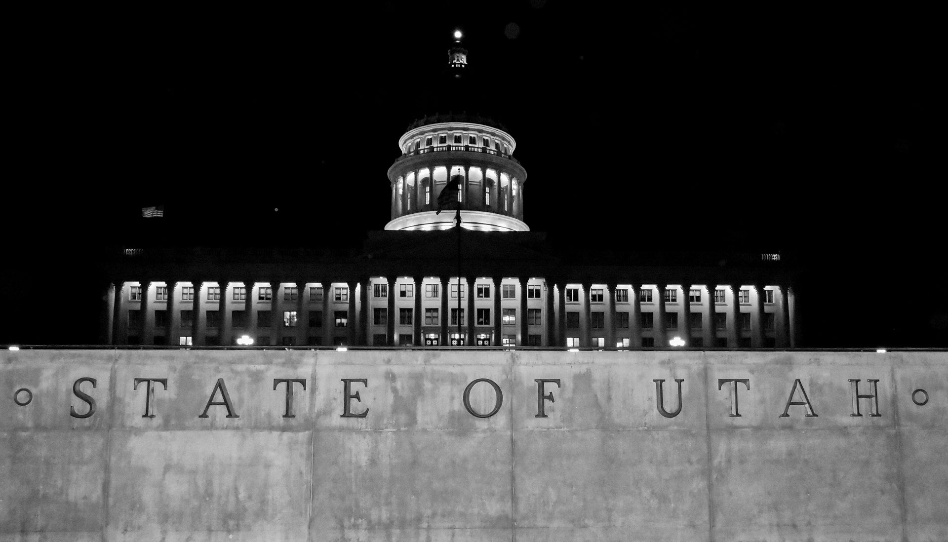 Black and white photo of Utah State Capitol