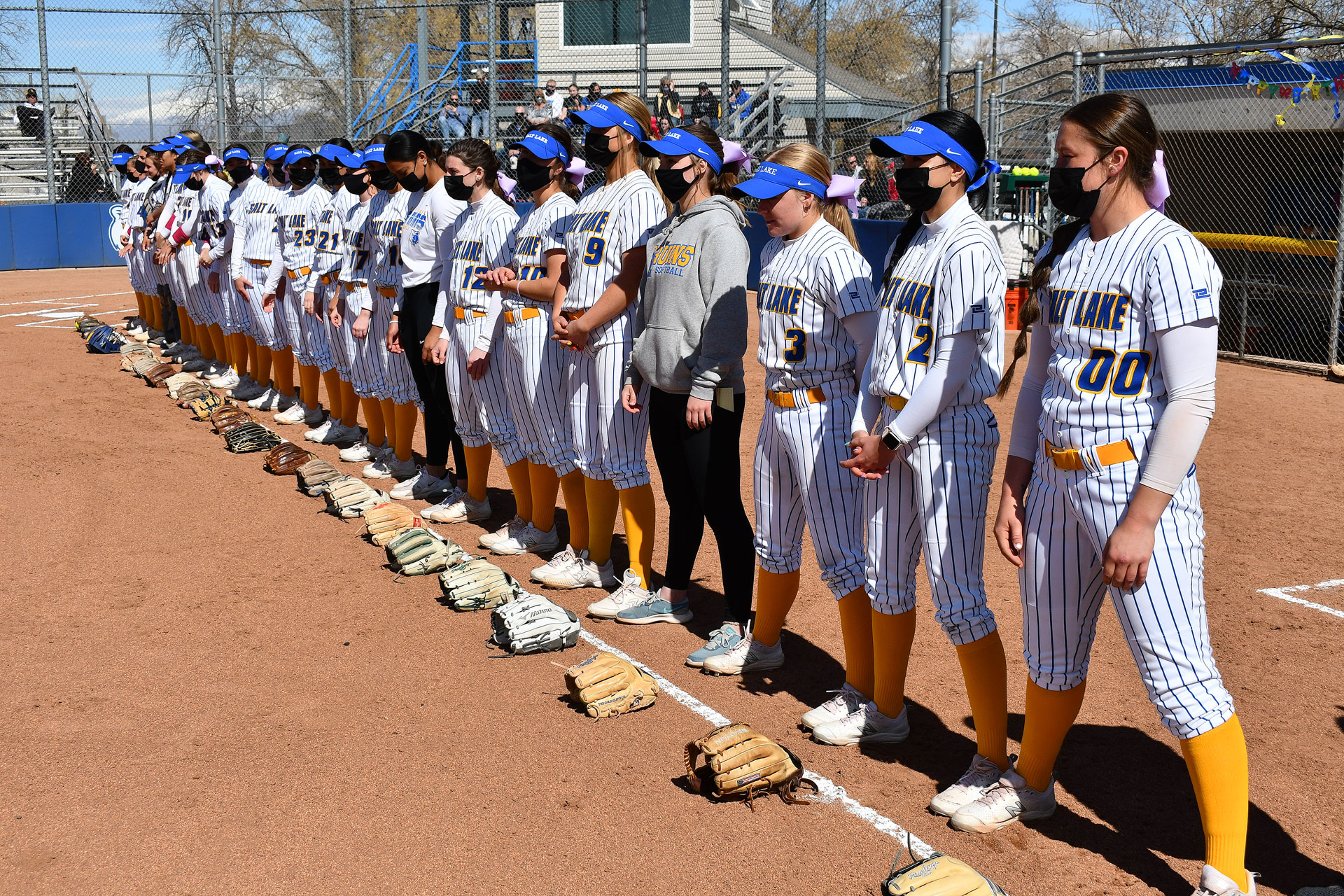 Softball team stands in a row