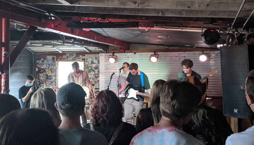 Krooked Kings perform live music