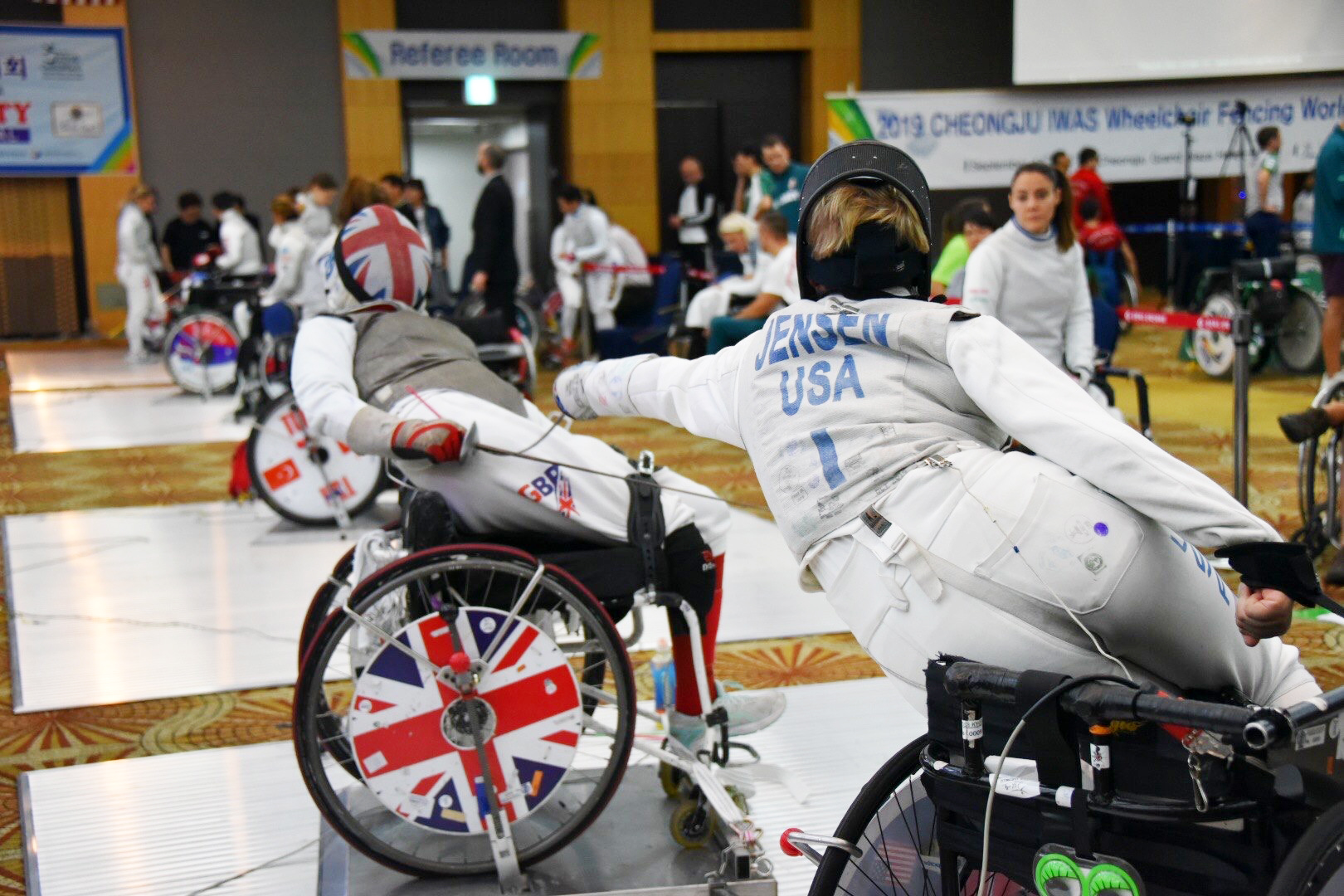 Fencing between two opponents in wheelchairs