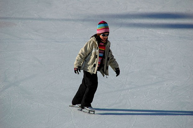 com-winter-activity-ice-skating-stock